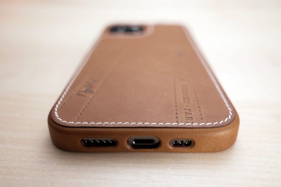 hermes-iphone-12-case-unboxing-pic2.jpg