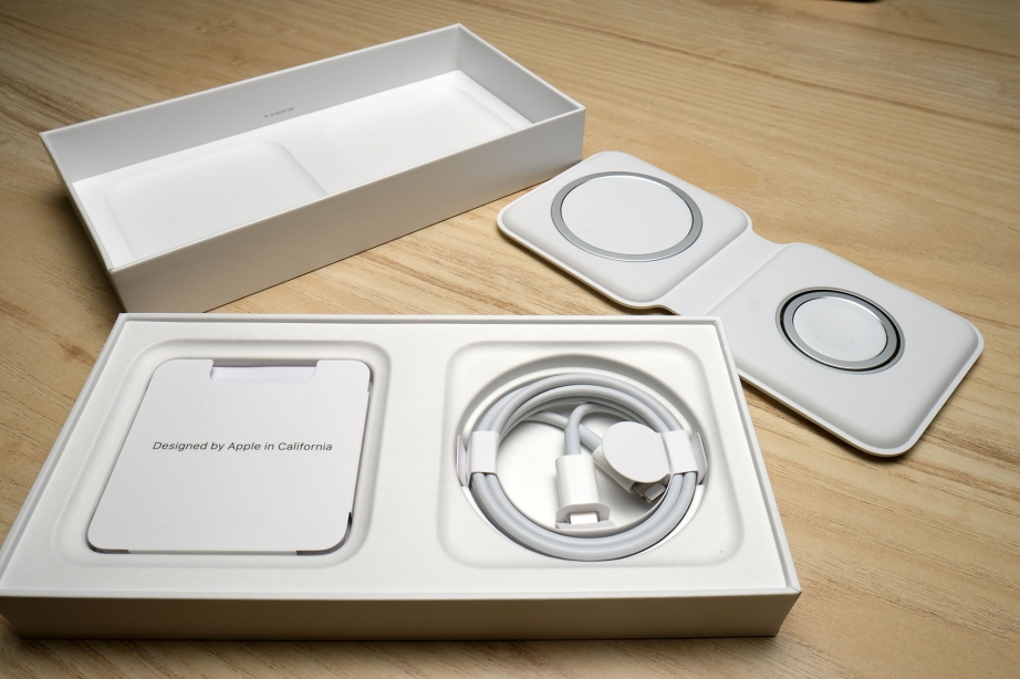 apple-magsafe-duo-charger-unboxing-pic7.jpg