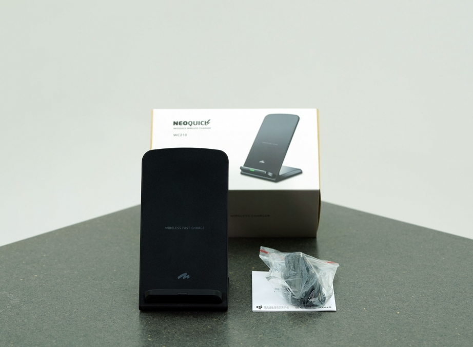 artmu-neoquick-wireless-charger-unboxing-pic2.jpg