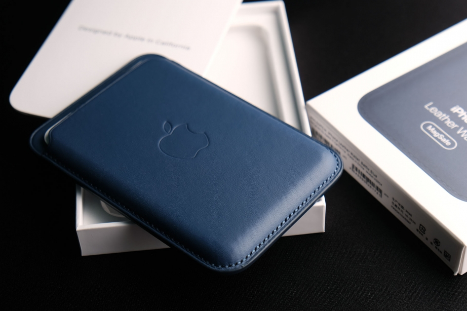 apple-leather-wallet-unboxing-pic5.jpg
