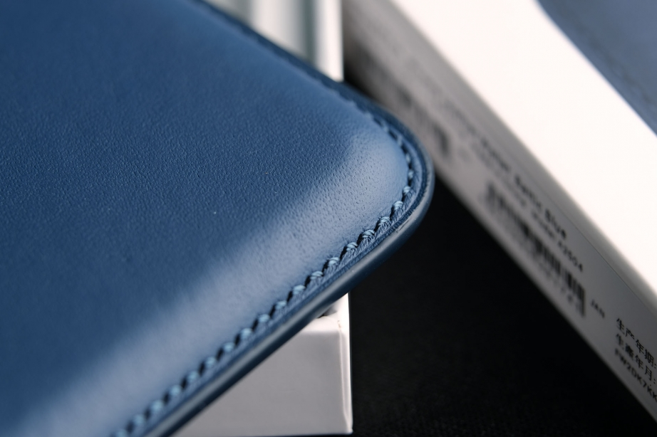 apple-leather-wallet-unboxing-pic4.jpg