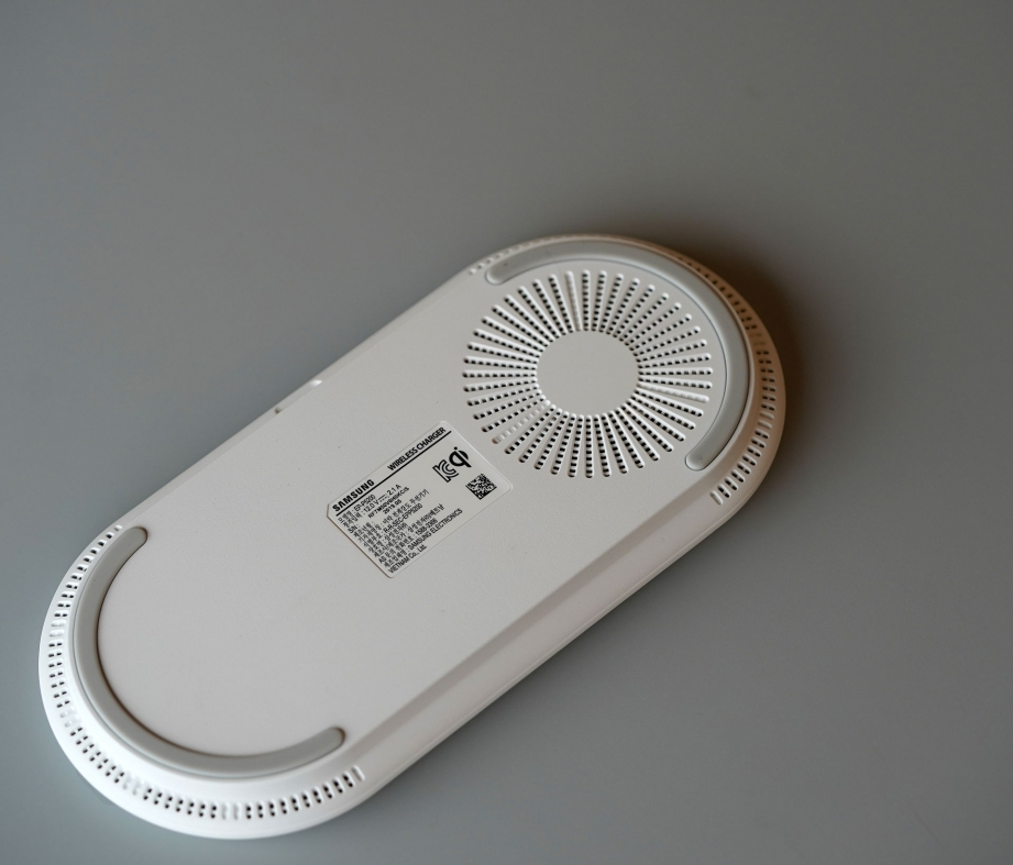 samsung-wireless-charger-pad-duo-unboxing-pic3.jpg