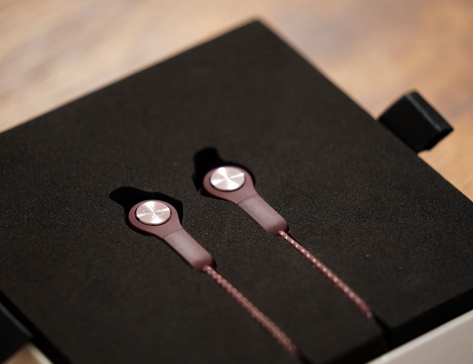 beoplay-e6-unboxing-pic2.jpg