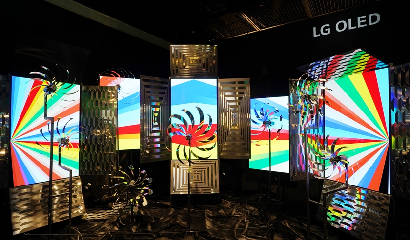 BVLGARI-Color-exhibition-LG-OLED-3.jpg