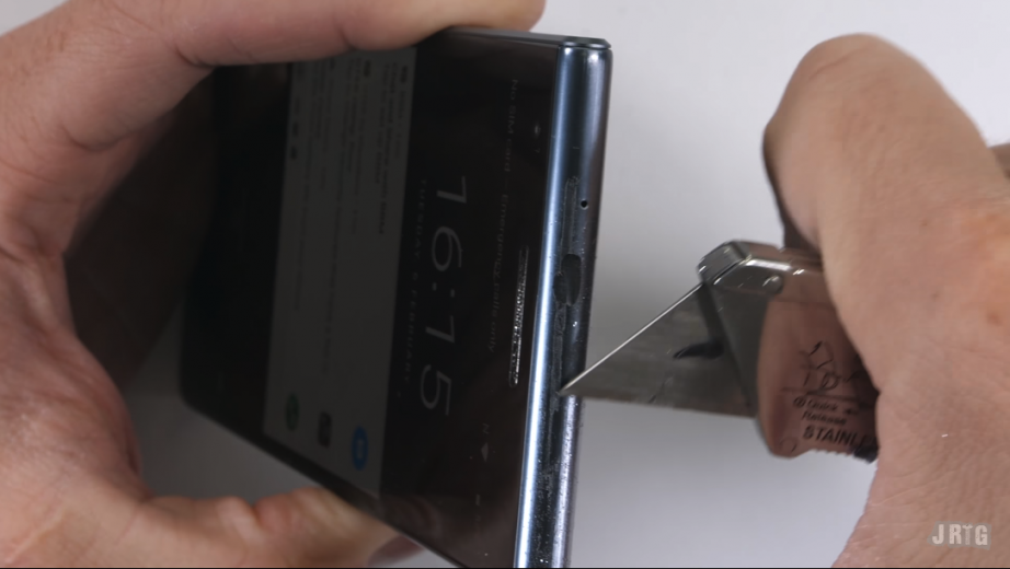 2018-02-13 18_36_28-BlackBerry Motion gets the scratch and bend test - GSMArena.com news.png