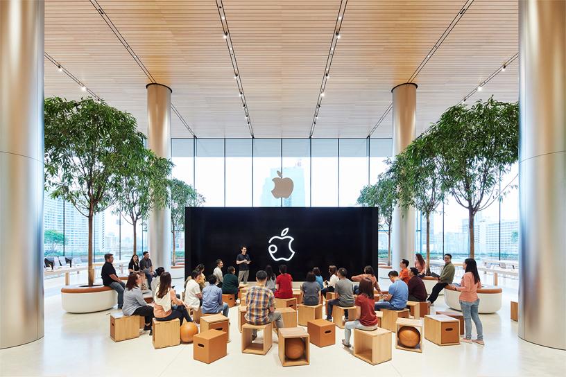 apple-bangkok_store-opening-today-at-apple_11072018_big.jpg.large.jpg