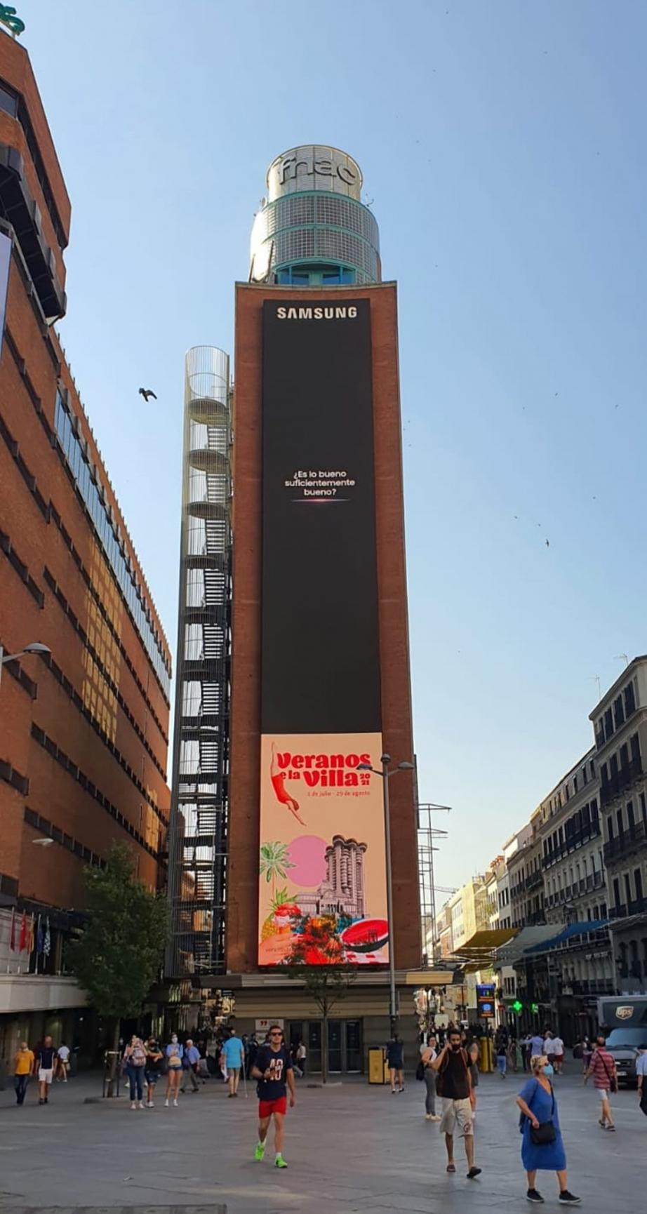 삼성-갤럭시-언팩-2021-옥외광고_스페인-마드리드-까야오-광장.jpg