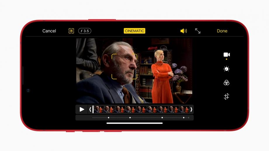 Apple_iphone13_cinematic-mode_09142021.jpg
